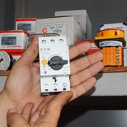 Переключатель защиты электродвигателя 10-16А PKZM 0-16 - фото 5534